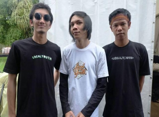 Sports Between Trenches, Video Musik Perdana Murphy Radio