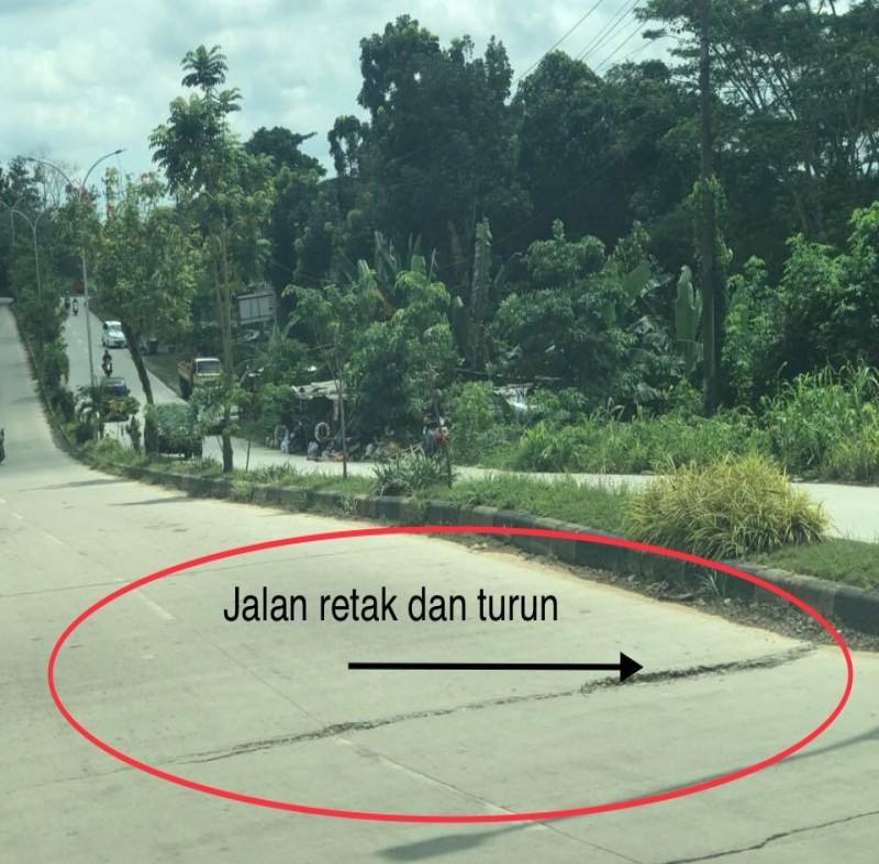 Hati-hati Jalan Rusak di dekat Patung Lembuswana