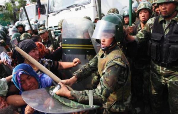 Nestapa Uyghur, Dunia Tertidur